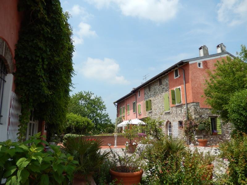 Rustici e casali in vendita a desenzano del garda print for Arredi giardino brescia cazzago san martino bs