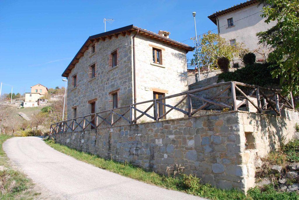 Centri Storici in Vendita a Roccafluvione #1