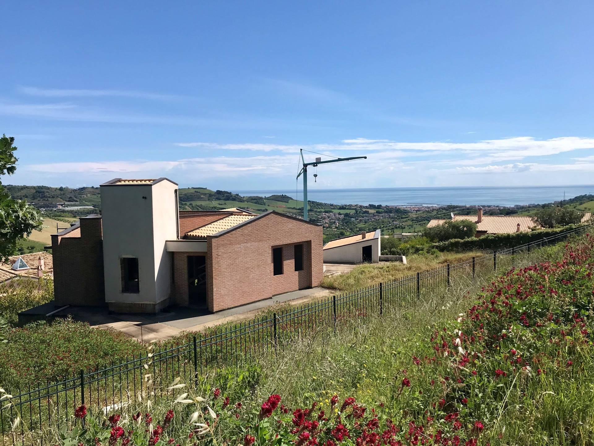 Ville di Prestigio in Vendita a Acquaviva Picena #1